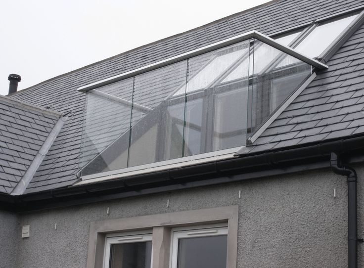 Roof balustrade