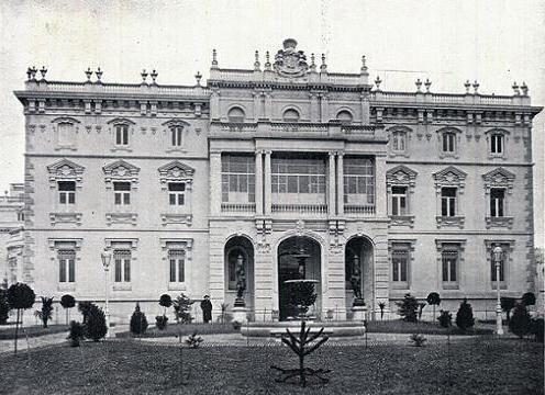 Palacio del marqués de Fontalba y Cubas. Castellana, 17. Fue construido en 1912 por José María Mendoza y Ussia en 1911 para don Francisco de Cubas y González Montes, marqués de Cubas y de Fontalba y premiado dos años más tarde por el Ayuntamiento madrileño como uno de los edificios más destacados