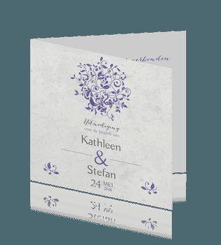 Typografie huwelijkskaart met betonachtergrond en paarse versiering.  #trouwkaarten #bruiloft #trouwen