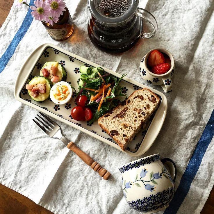 #朝ごパン  あららもう 6月なんですか ナンテコッタ #ロジーネンブロート  #ライ麦パン  #ズッキーニ  #ワンプレート#朝食 #breakfast #coffee#HARIO#polishpottery  #healthyfood  #ピグマリsnap#ピグマリオン商會  #kurashirufood#キナリノ #on_the_table http://ift.tt/20b7VYo