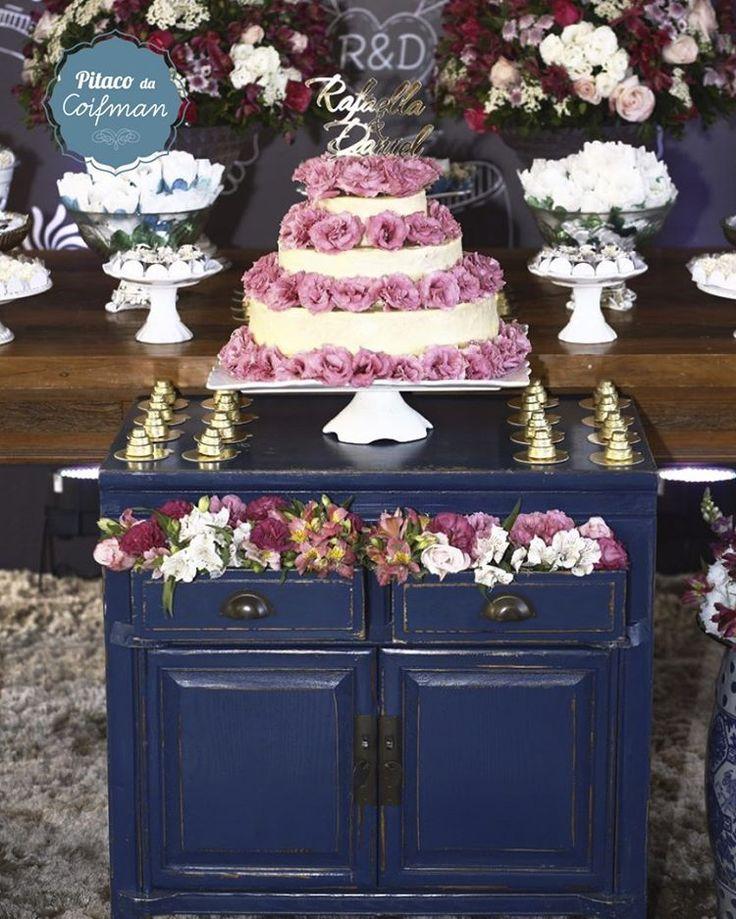 O azul royal está com tudo na decoração, dá um ar de sofisticação e solidez 😍