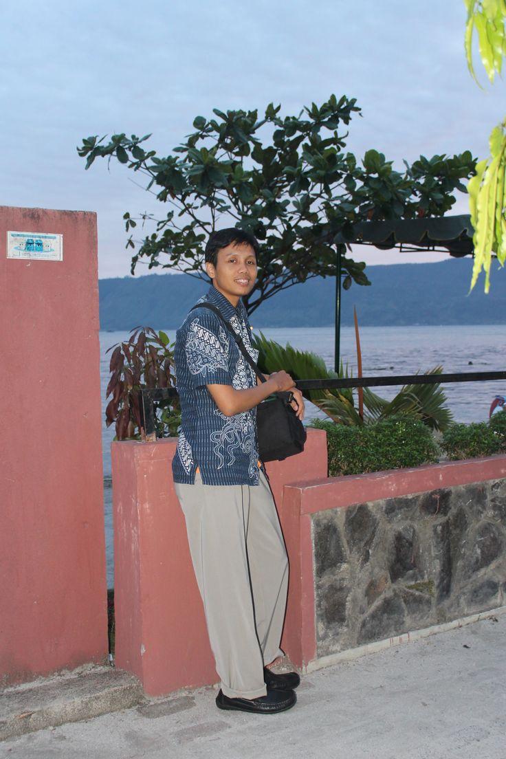 di tepi Danau Toba, Sumatera Utara