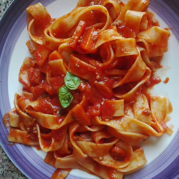 Pappardelle al ragù - Pasta with beef and tomatoes sauce