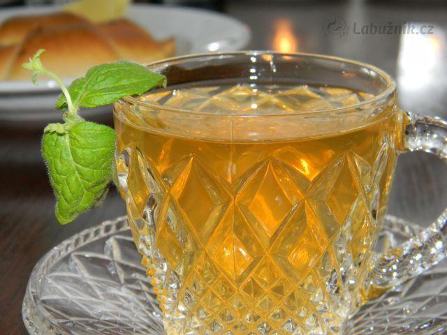 Tradiční, marocký, mátový čaj ..