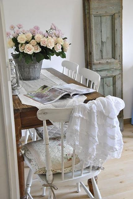 les 43 meilleures images propos de d co shabby chic sur pinterest pi ces de monnaie sweet. Black Bedroom Furniture Sets. Home Design Ideas