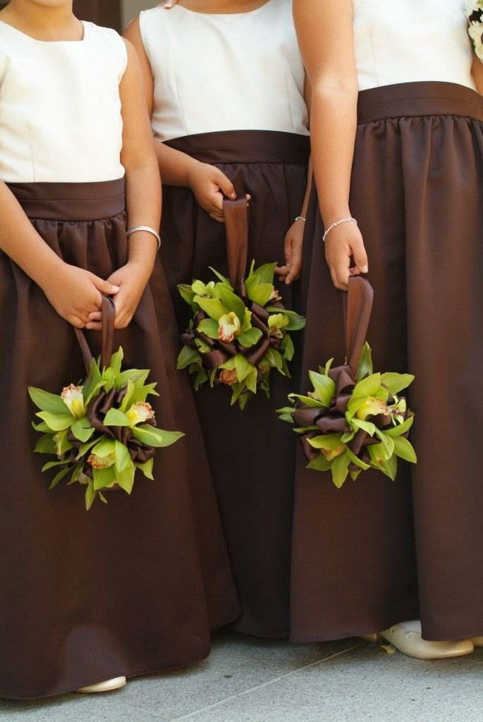 Brown bouquets and paperwork – weddcolors
