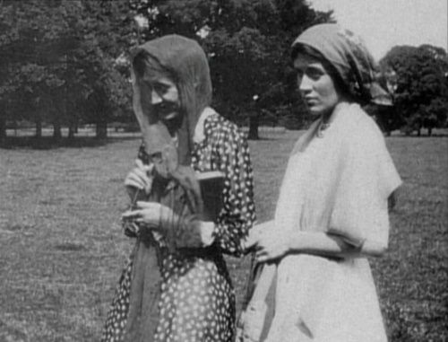 Vanessa Bell & Virginia Woolf, 1903.