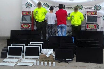 Policía adelantó redada contra establecimientos de juegos de azar http://www.hoyesnoticiaenlaguajira.com/2017/11/policia-adelanto-redada-contra.html