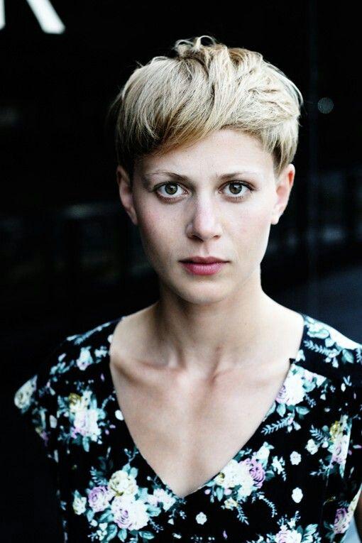 Katharina Schlothauer - Fox and Lawinenhund..