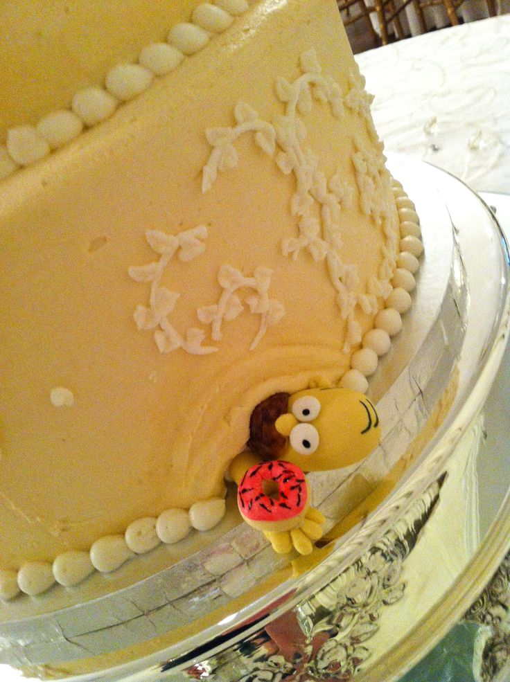 Homer Simpson steals a donut in this Traditional Wedding Cake!