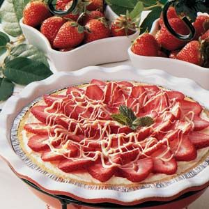 White Chocolate Berry Pie: Desserts, White Chocolates, Chocolates Strawberries Pies, Chocolate Strawberries, Pies Recipes, All Tim Families, Alltim Families, Chocolate Strawberry Pie, Families Favorite