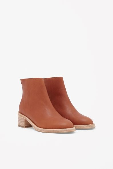 Boots with contrast heel