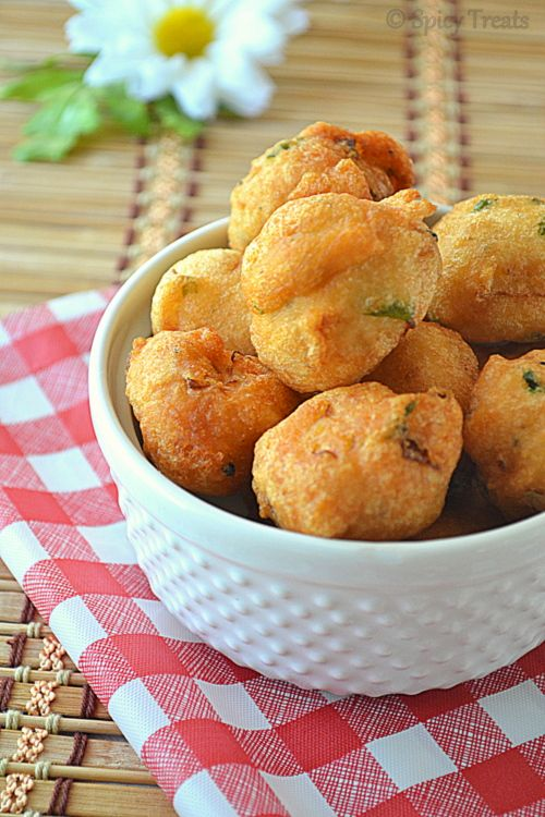 Recipe for Vadai or Ulundhu Vadai, a popular South Indian snack - gluten-free