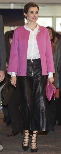 25 Feb 2016 - Queen Letizia attends ARCO International Contemporary Art Fair. Click to read more