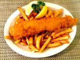 Fish and chips, es un plato de comida rápida originado en el Reino Unido. El plato consiste en pescado envuelto en un rebozado (harina, huevo) frito y acompañado de patatas fritas