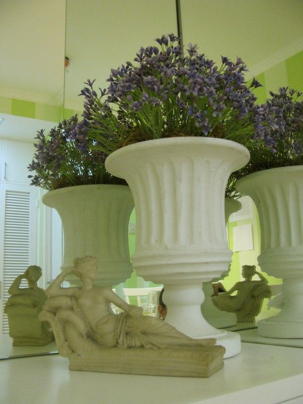 Apartment Large Vase As Corner Accessories In Indianapolis Apartments With Purple Beautiful Flower Clever DesignStudio