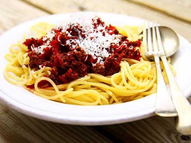 Köttfärssås med färska rödbetor (kock Lisa Lemke)