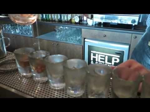 Коктейльная вечеринка в баре Mr. Help & Friends
