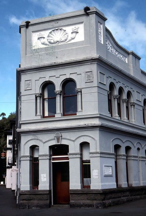 This building was originally built as the Port Chalmers Borough Council municipal offices in 1888.