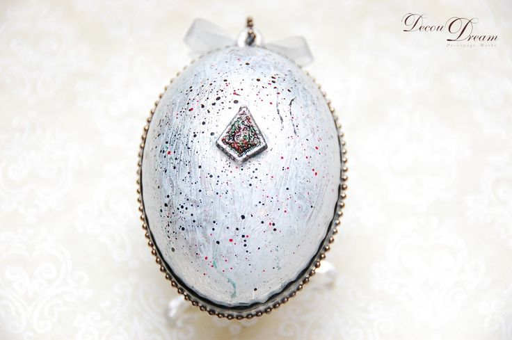A decoupage silver poppy Easter egg Pisanka decoupagepowa by www.facebook.com/Decoudream