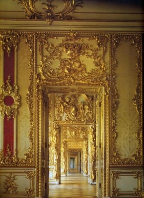 Beaux Mondes Designs: The Empresses Behind The Catherine Palace  love all the racoco style goldwork in the palce it is magnificent