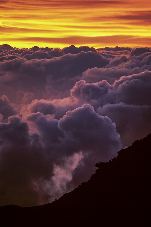 Haleakala sunrise, Maui, HI (by arbabi)