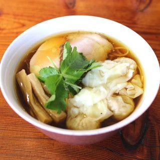ワンタン麺 醤油
