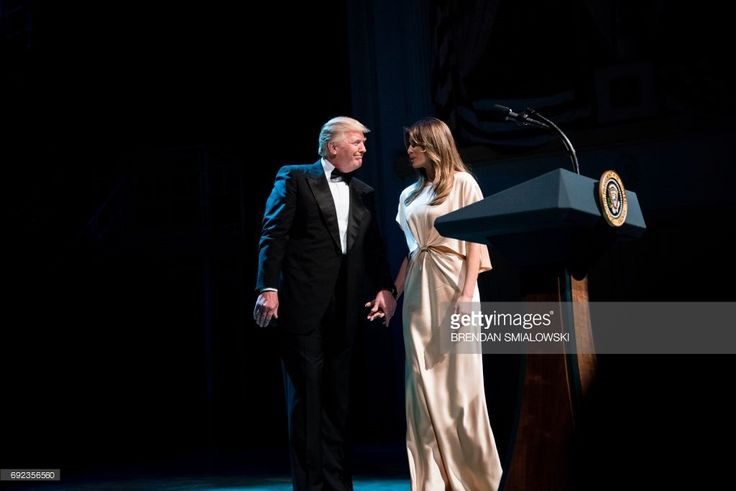 US President Donald Trump and US first lady Melania Trump leave after Ford's Theatre's annual fundraiser June 4, 2017 in Washington, DC. / AFP PHOTO / Brendan Smialowski