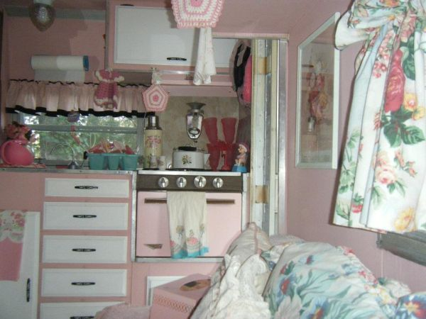 Vintage campers decorating featured trailer pink Travel trailer decorating ideas