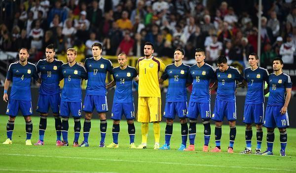 La era Martino empieza con estos 11 jugadores. Agüero con la '10'. #Argentina pic.twitter.com/360PCcWExe