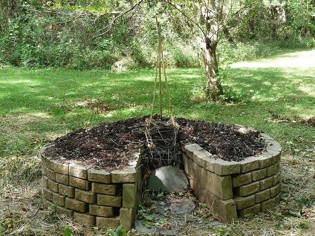 Keyhole Garden Design keyhole garden Another Keyhole Garden Example