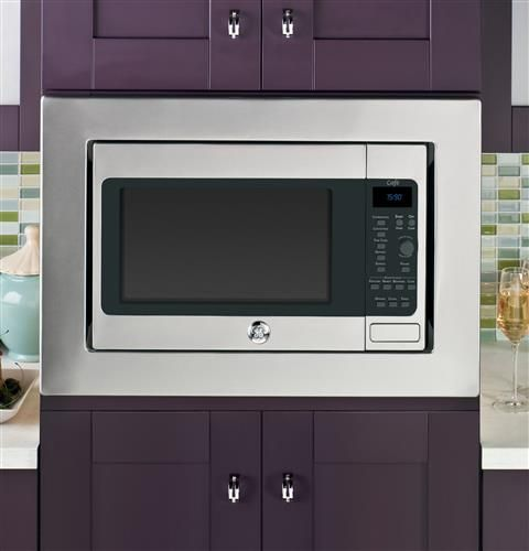 Our GE Cafe Series Convection/Microwave Oven features a removable oven rack, so you'll have everything you need to cook both large family meals and smaller individual meals.