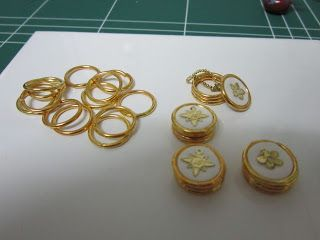 Drora's minimundo: Jewelry Boxes from gold plated metal rings