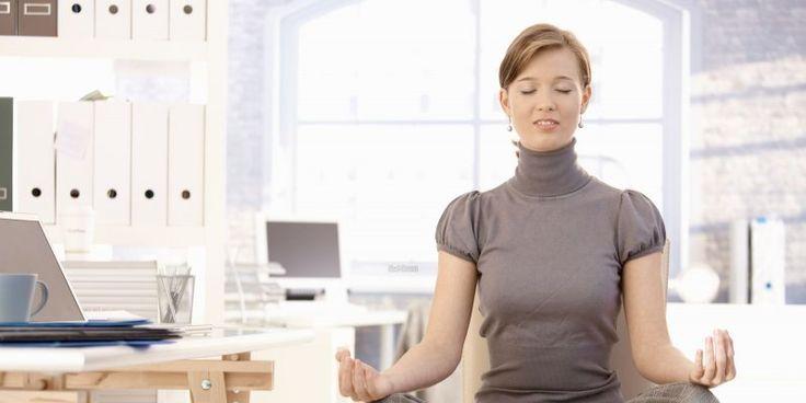 O stress é definido como uma resposta fisiológica do corpo a situações ou problemas que podem afectar negativamente a atitude ou o organismo de uma pessoa.  Tente aliviar o stress ingerindo uma dieta nutritiva, dormindo o número de horas necessário à noite e exercitando-se para reduzir a ansiedade e a tensão decorrentes do stress.