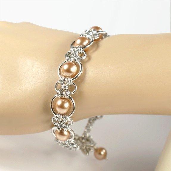 Produktbilde - smukt chainmaille armbånd enkelt og med lyserøde perler