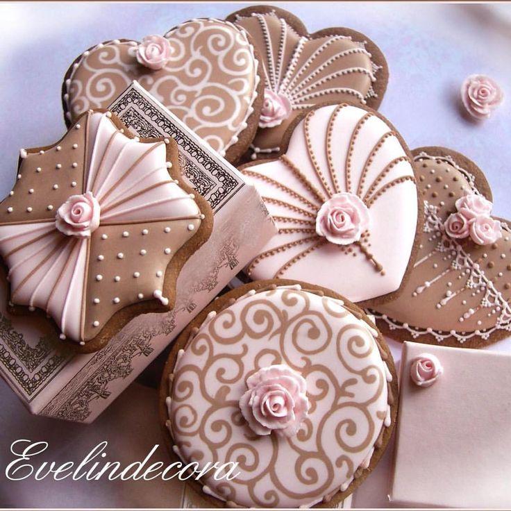 """1,037 curtidas, 58 comentários - @evelindecora no Instagram: """"Sweet Friday afternoon   #evelindecora #pink #biscotti #biscottidecorati #biscuits…"""""""