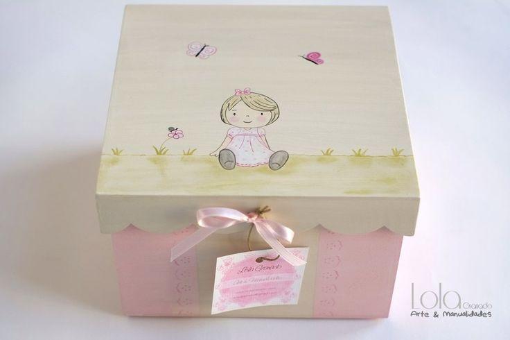 #Caja de #madera para #bebé #niña, pintada a mano. www.lolagranado.com