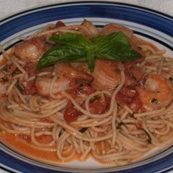 Pasta met garnalen en roze saus recept - Recepten van Allrecipes