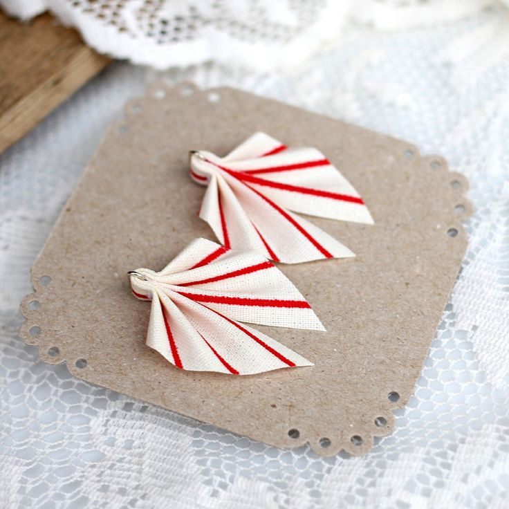 Small Ripple earrings, white with red stripes via ACCE, 27 €. Click on the image to see more!