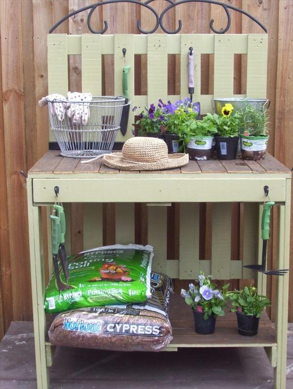 gartenmöbel aus paletten für blumenbepflanzung
