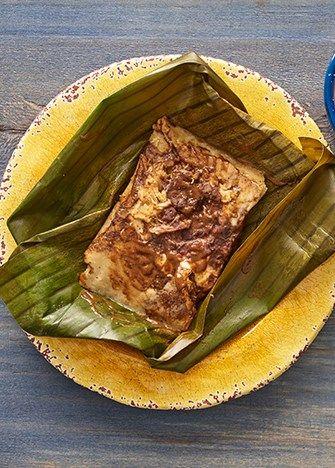 tamales de mole poblano con queso oaxaca