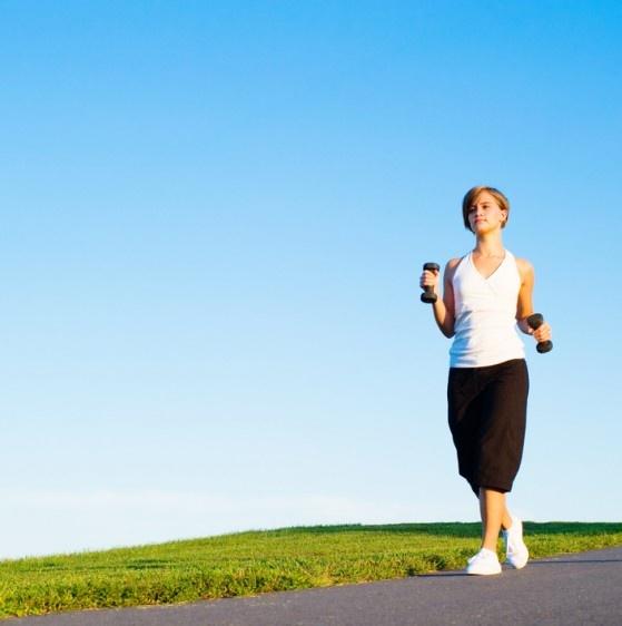 Caminata, ejercicio óptimo para tus huesos