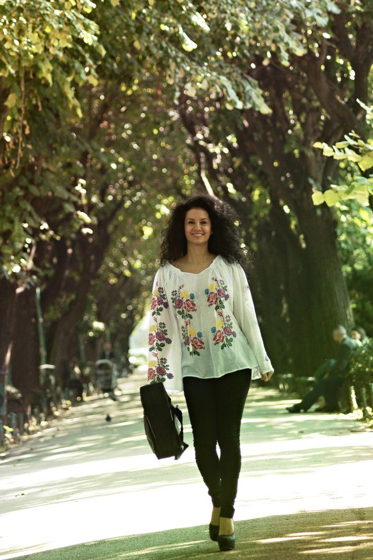 Inspiratia zilei vine de la #RomanianLabel! Lasa-te cucerita de frumusetea broderiilor si a motivelor traditionale.