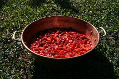 bassine confiture de fraise
