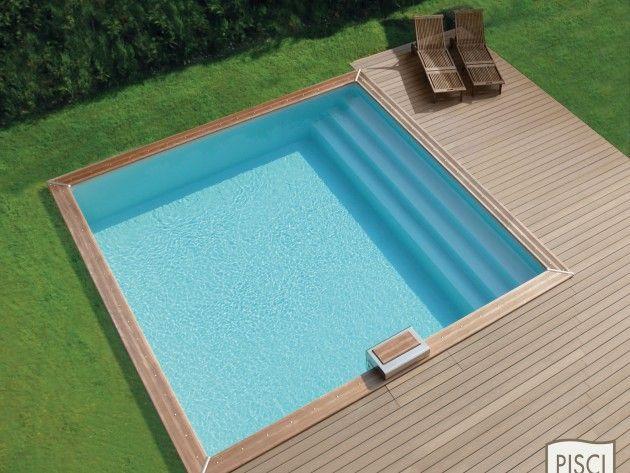 piscine de forme carr e vue du haut accompagn d 39 une terrasse en bois qui recouvre seulement. Black Bedroom Furniture Sets. Home Design Ideas