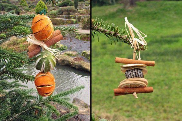 des ornements sapin de Noël de tranches d'orange séchées et bâtons de cannelle