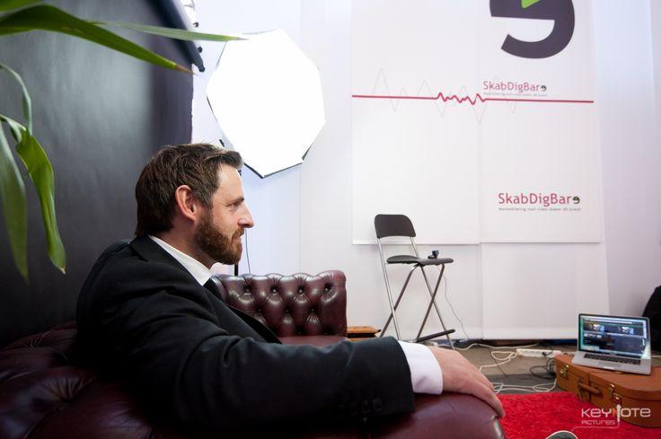 Søren Boutrup fra Erhvervsstyrelsen sidder klar til at blive interviewet. En mand, der går efter sine kald. Interviewet med gode råd til iværksættere kan ses på Iværk&Vækst og SkabDigBare websider.