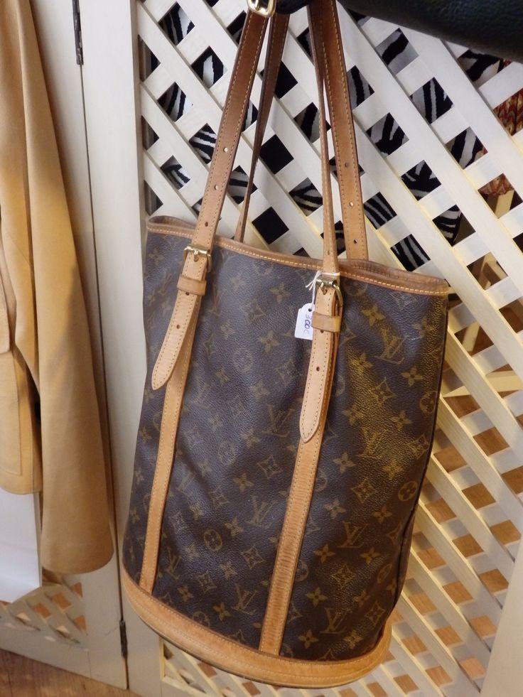 Bolso de hombro Louis Vuitton con gran capacidad para guardar todas tus cosas. ¡Ideal para el día a día!