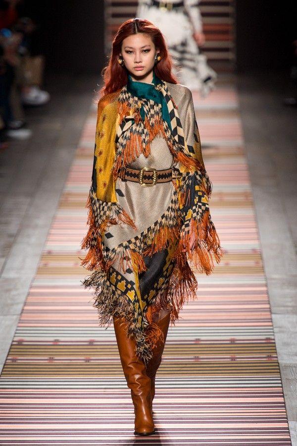 c7b91ce90 Franjas luxuosas dominam os looks de inverno 2018   2010 onwards   Autumn  fashion 2018, Fashion e Autumn fashion