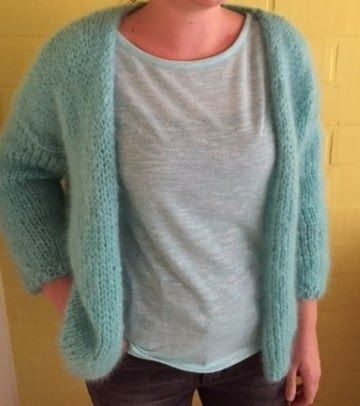 Is it a girl ?  is it a miracle ?  No.  It's a hype in knitting land.  the bernadette.  Some time ago, a mother knitted a very simple vest f...